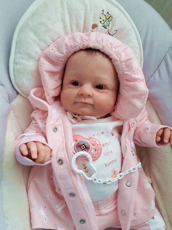 Nietypowy Okaz Lalki niemowlaki, które śmieją się, płaczą i oddychają – zastąpią YB43